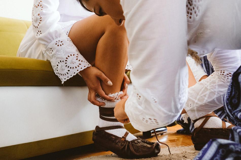 wiązanie góralskich butów ślubnych (kierpce)