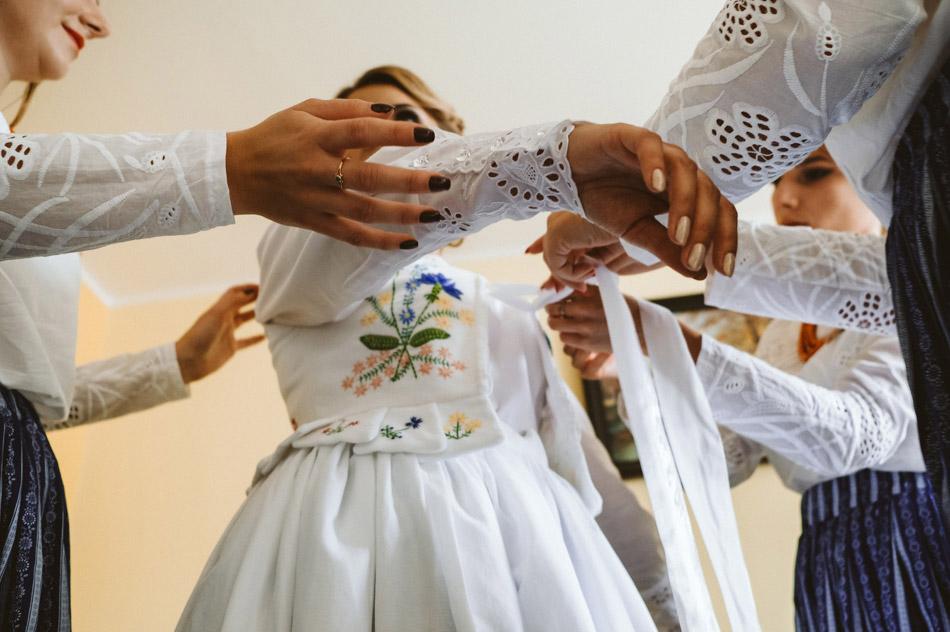 folkowy strój ślubny