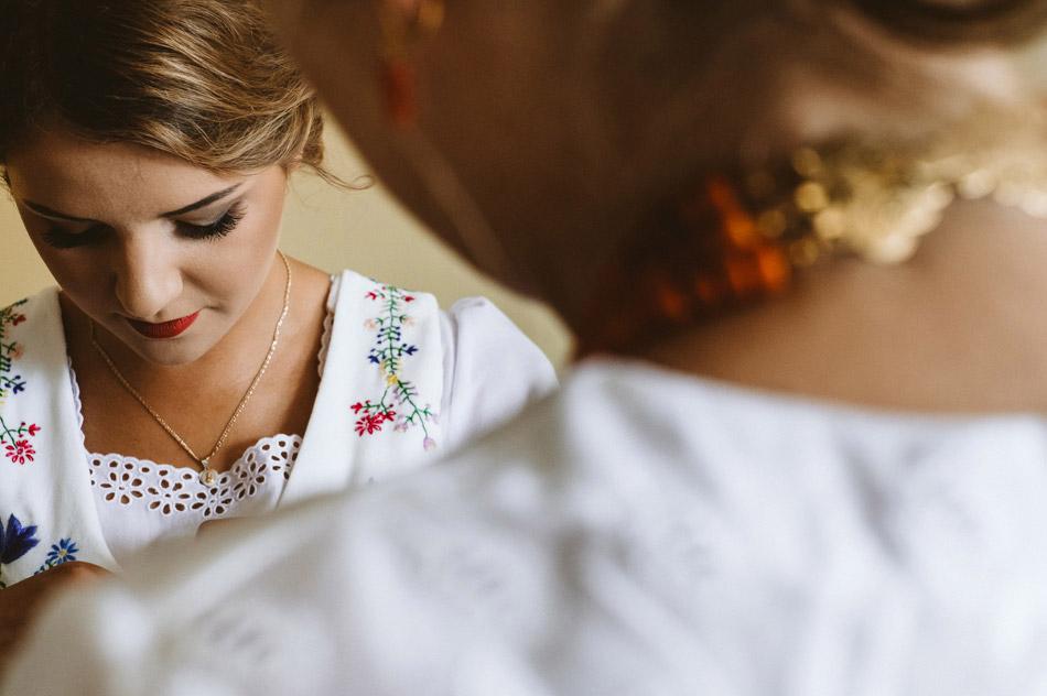 przygotowania pary młodej przed folkowym ślubem