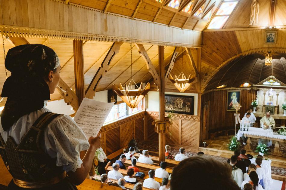 śpiew gości na ślubie w kościele