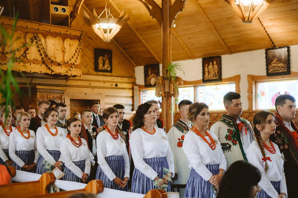 goście weselni w strojach góralskich