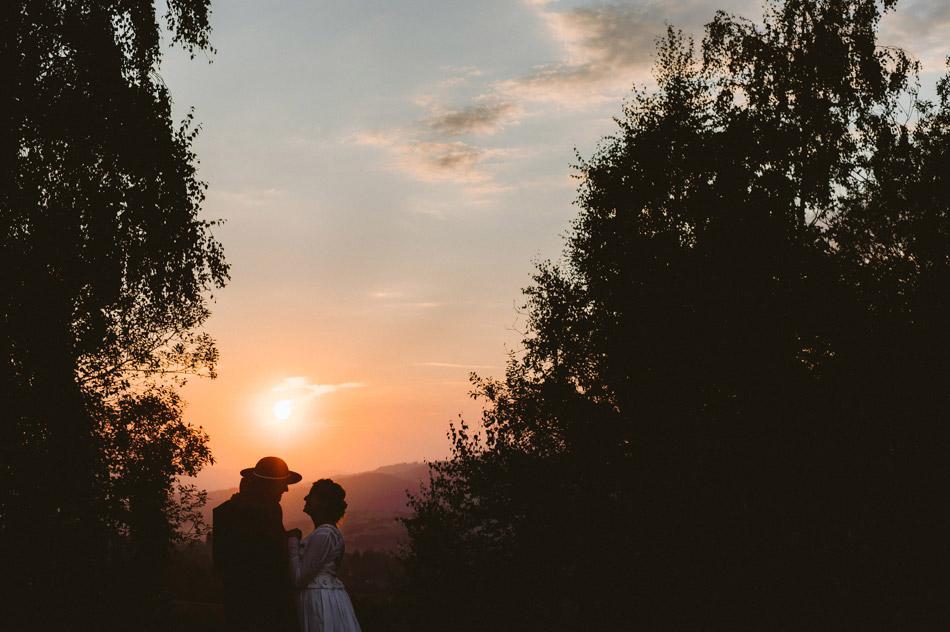 plener w dniu ślubu o zachodzie słońca